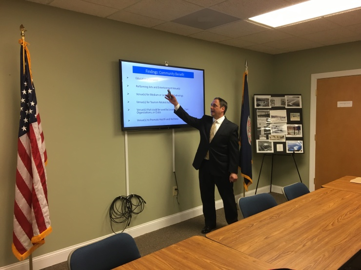 Dr. Vince Magnini presents findings of the SML Center's recent survey